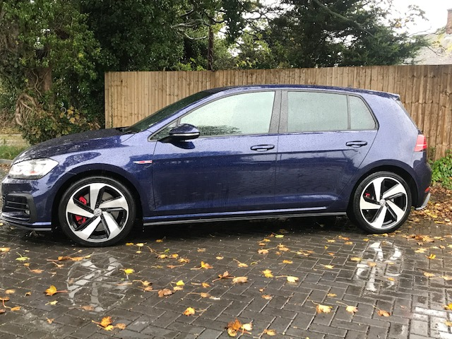 VOLKSWAGEN Golf GTI Performance Edition